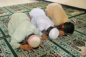 muslim-kids-praying-ramzan
